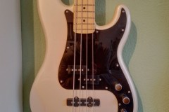 Fender-Precision-Bass-schwarz-creme